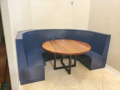 Built-in round banquette